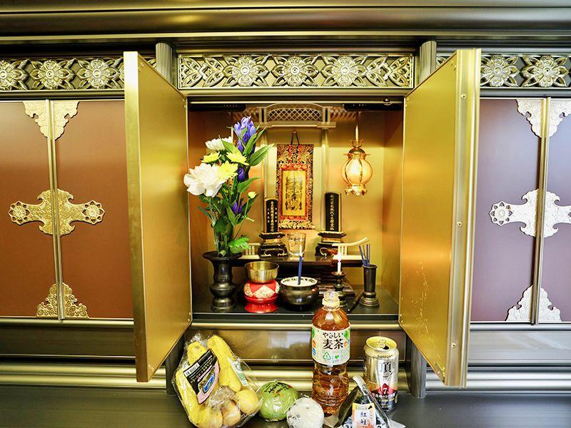 真清浄寺 東恵光山霊廟 納骨堂の中にある位碑やお供え物