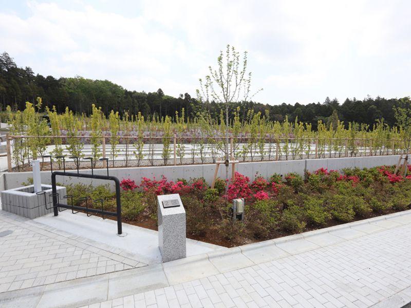 植栽に包まれた公園墓地 川井聖苑の墓地