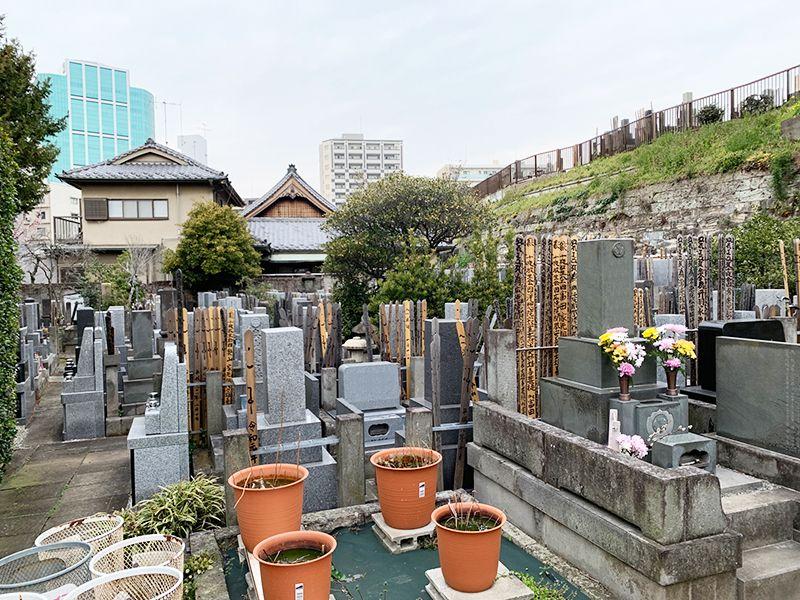 魚籃寺墓苑