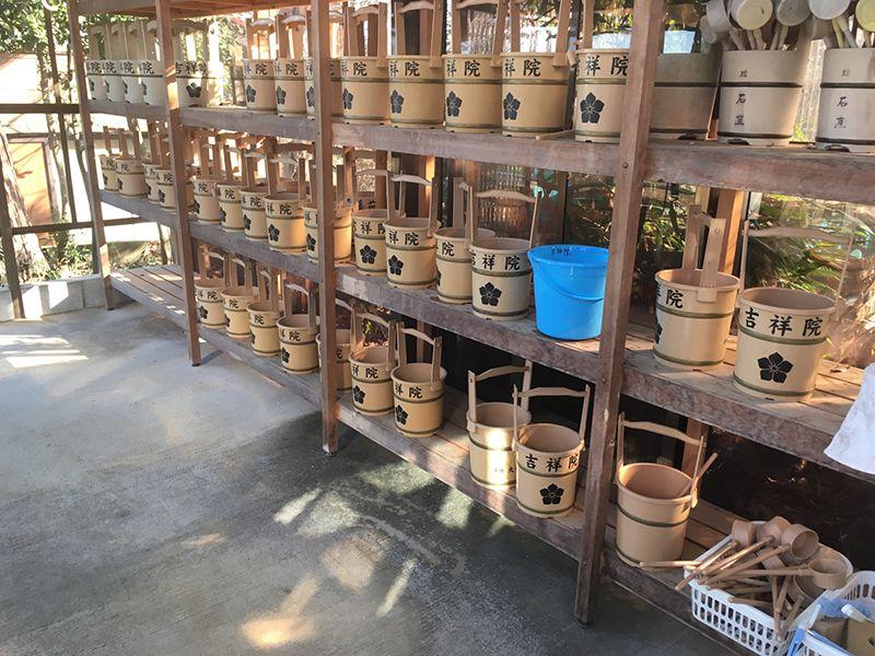 メモリアルパーク吉祥天 用意されている桶と杓子