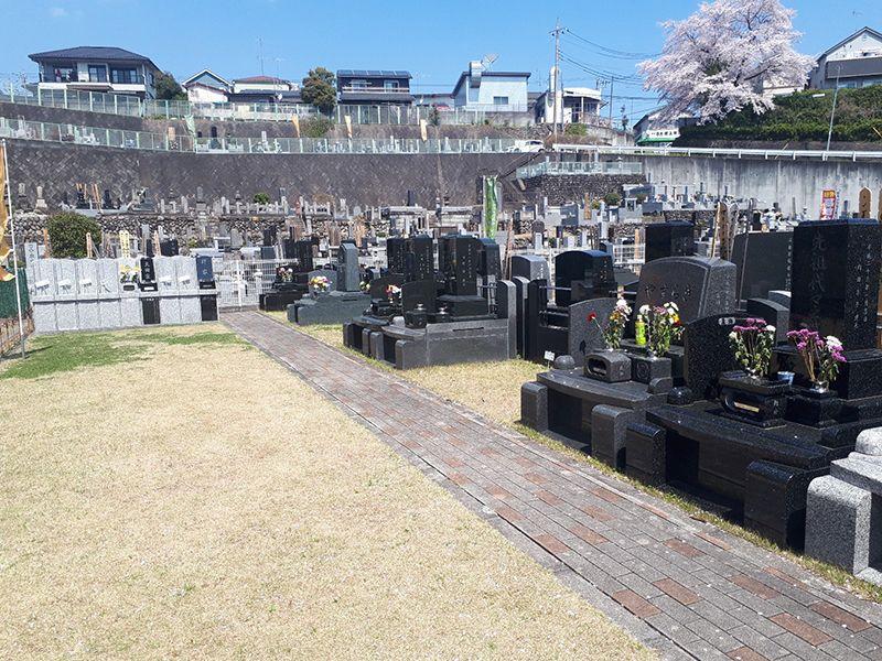 メモリアルパーククラウドあきる野 様々な墓石が混在