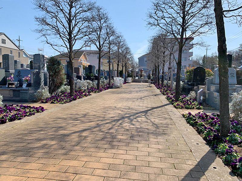 小平メモリアルガーデン ガーデニング型樹木葬「フラワージュ」 参道はバリアフリー設計