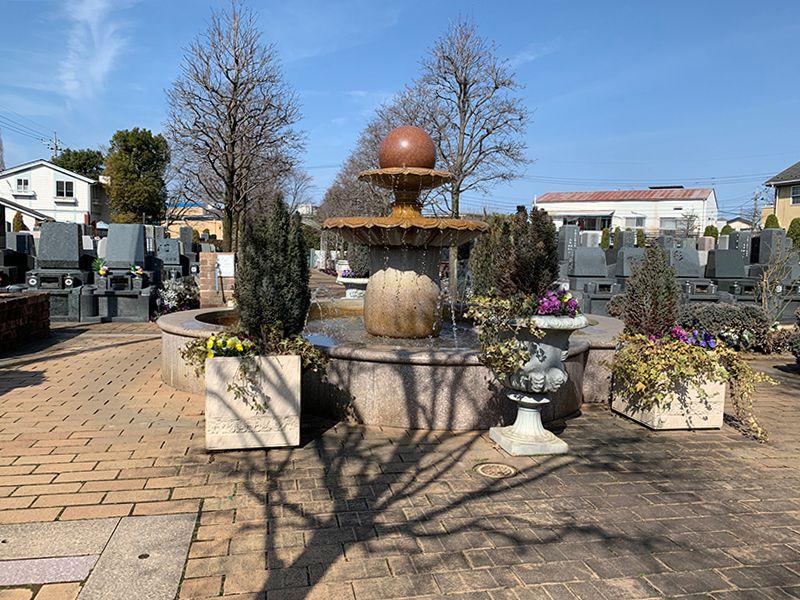 小平メモリアルガーデン ガーデニング型樹木葬「フラワージュ」 園内にある噴水
