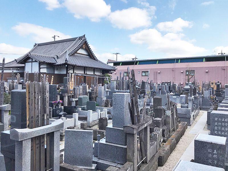 龍岩寺 手入れが行き届いている墓域