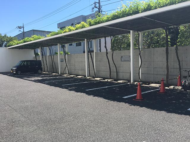 江戸川聖地霊園 屋根付きの駐車場