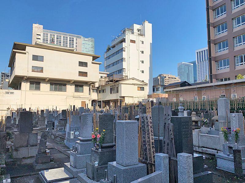 光宝寺 街の中にある墓地