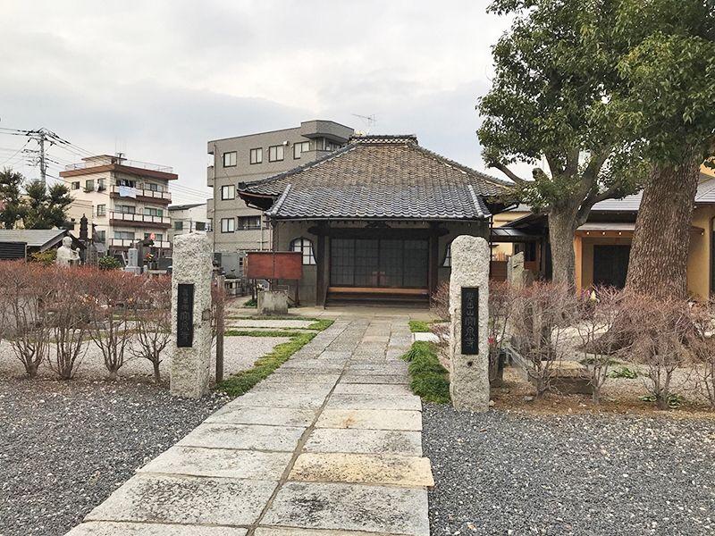 宝泉寺 青戸墓苑 お寺への入り口