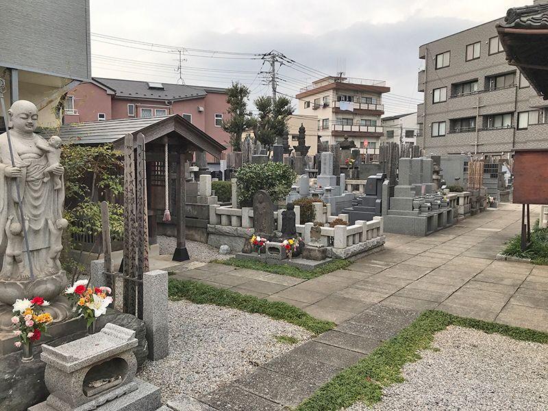 宝泉寺 青戸墓苑 石畳の参道