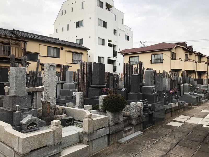 宝泉寺 青戸墓苑 住宅に囲まれた墓域