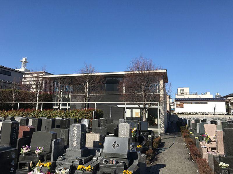 江東メモリアル 空を仰ぎやすい、ひらけた墓域