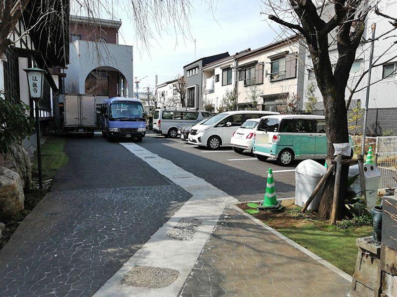 法眞寺 本郷赤門前霊園の駐車場