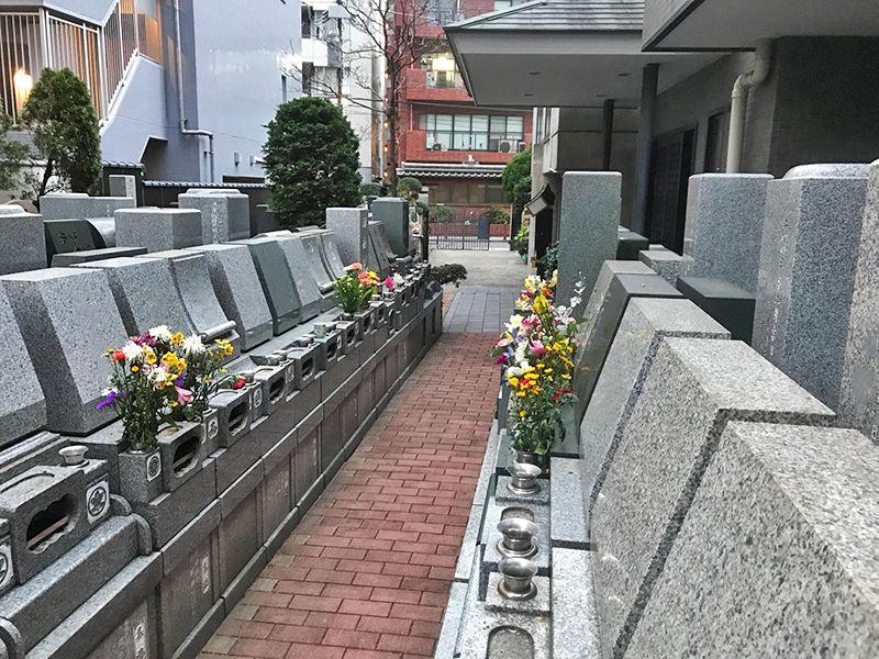 メモリアルガーデン麻布 煉瓦造りの参道