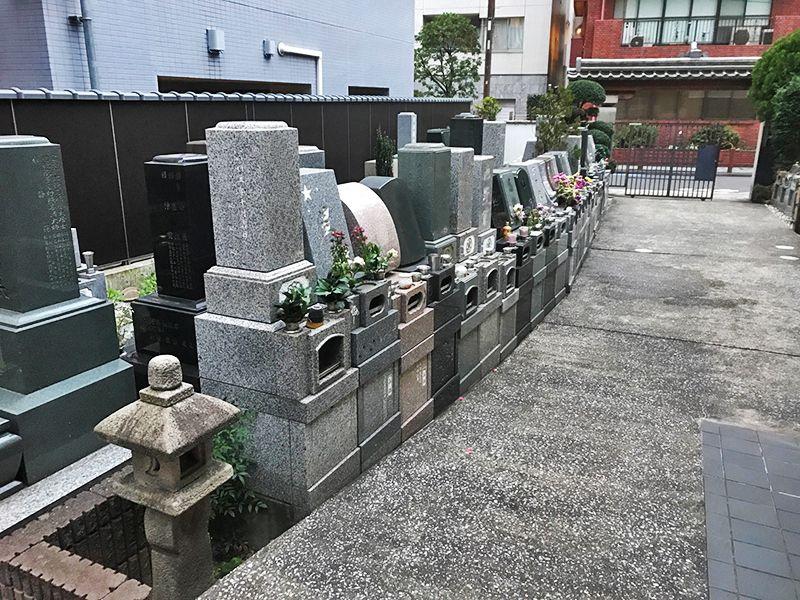 メモリアルガーデン麻布 様々な墓石が並ぶ墓域