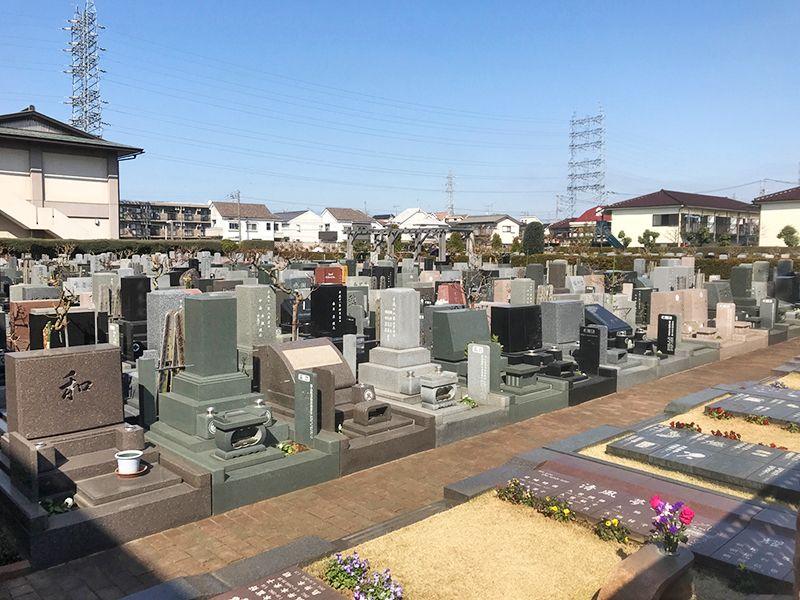 府中・国立メモリアルパーク 様々な墓石が並ぶ墓域