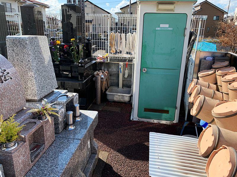 ひまわり墓苑 トイレも水汲み場も完備