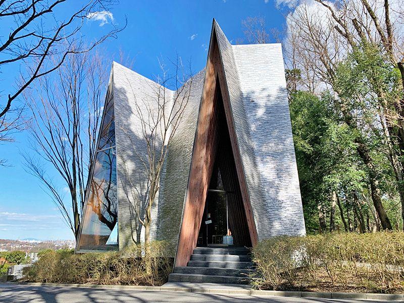 狭山湖畔霊園 デザイン的な礼拝堂