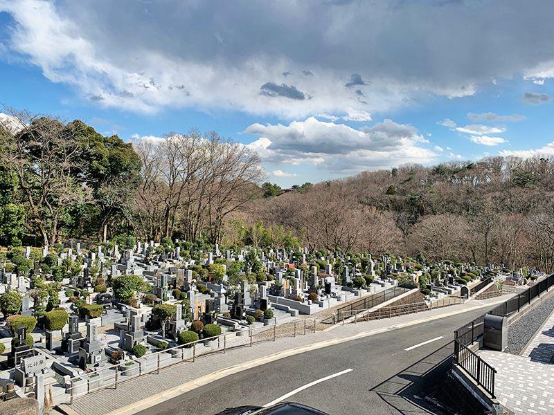 狭山湖畔霊園 開放的な園内