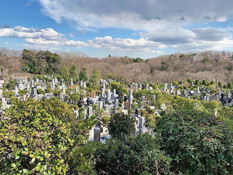 狭山湖畔霊園 狭山自然公園内の霊園風景