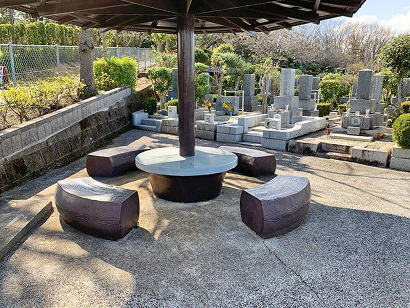 狭山湖畔霊園 墓域横にある休憩スペース