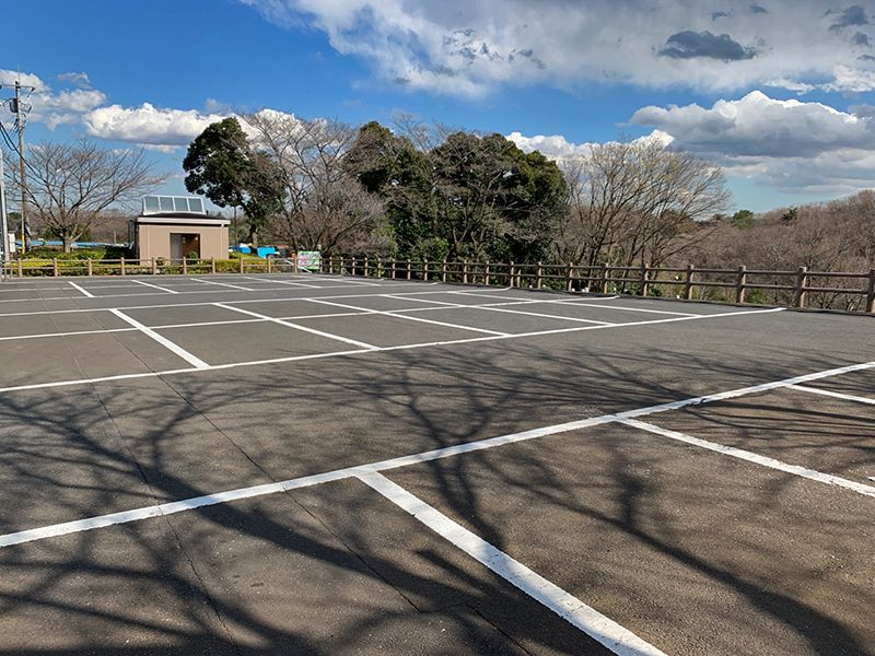 狭山湖畔霊園 広い駐車場