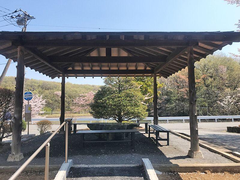 森林公園昭和浄苑 永代供養墓「浄縁墓」 バス停前の休憩スペース