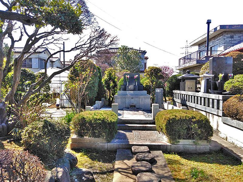 川口新郷樹木葬墓地 園内の供養碑