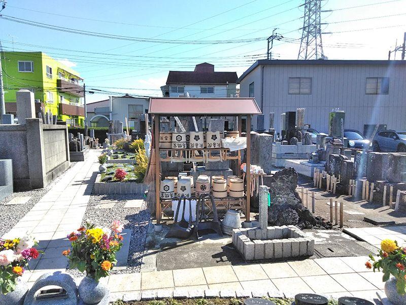 川口新郷樹木葬墓地 道具のそろった水汲み場