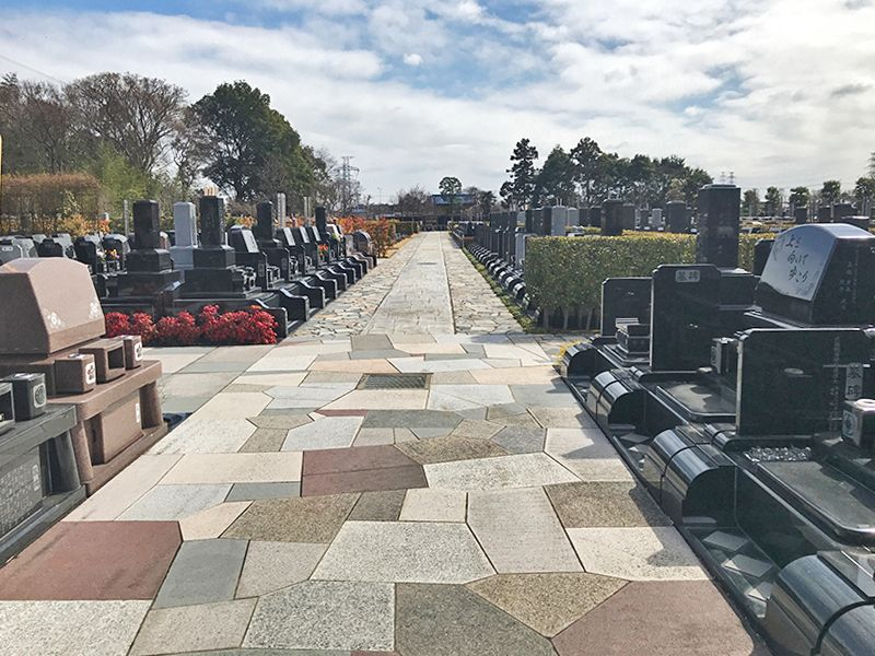 白岡霊園 手入れが行き届いている墓域