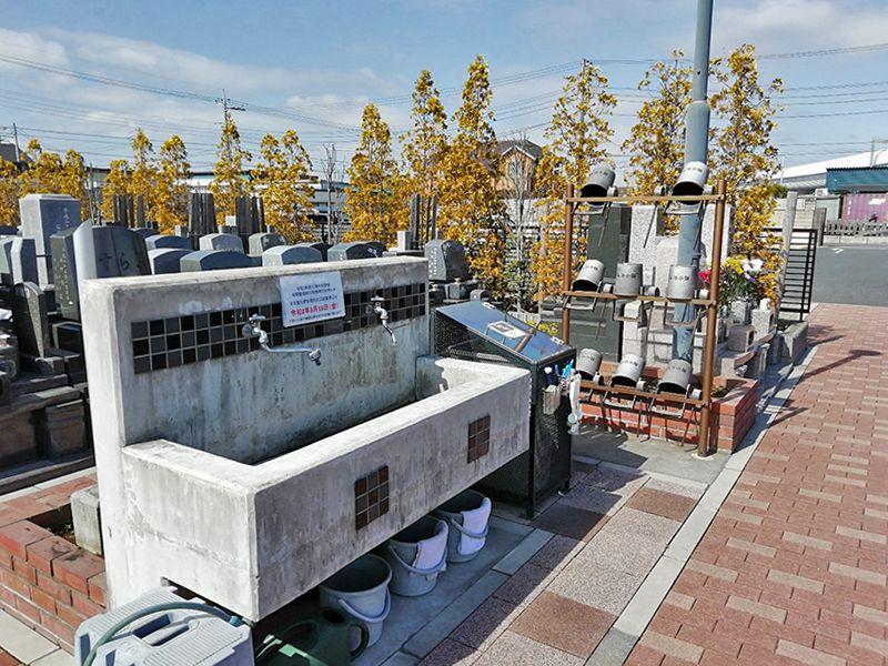 三郷中央聖地 お墓掃除に便利な水場