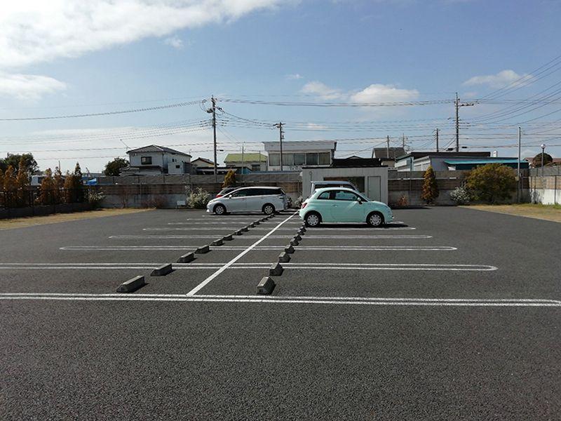 三郷中央聖地の駐車場