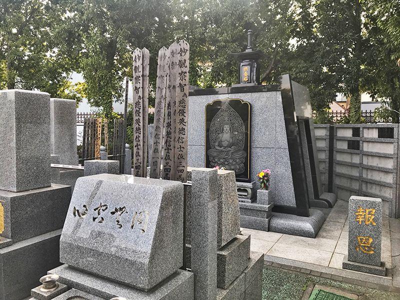 八潮聖地彩苑 御影石が美しい墓石