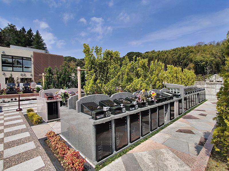 横浜三保浄苑 マサキの木が美しい「樹木葬こもれび墓苑」