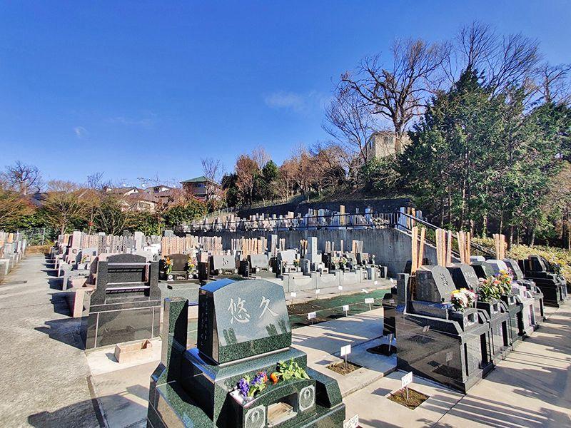 建功寺菊名墓地 住宅街にありながらも日当たりが良い