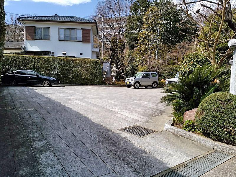 大倉山熊野霊園 平坦で停めやすい駐車場