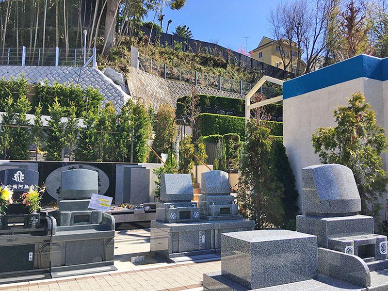 メモリアルガーデン藤沢 緑の生垣に囲まれた墓域