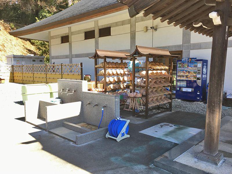 城山湖霊園 整理整頓された水汲み場
