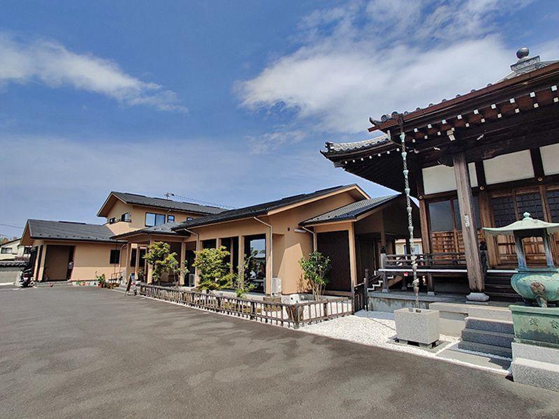 大林寺別院霊園 本堂の隣には綺麗な管理棟