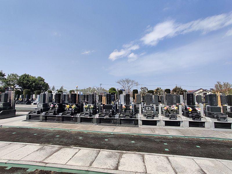 大林寺別院霊園 園内はバリアフリーでご高齢、車いすの方の参拝も可能