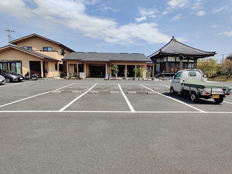 大林寺別院霊園 専用駐車場の目の前には管理棟