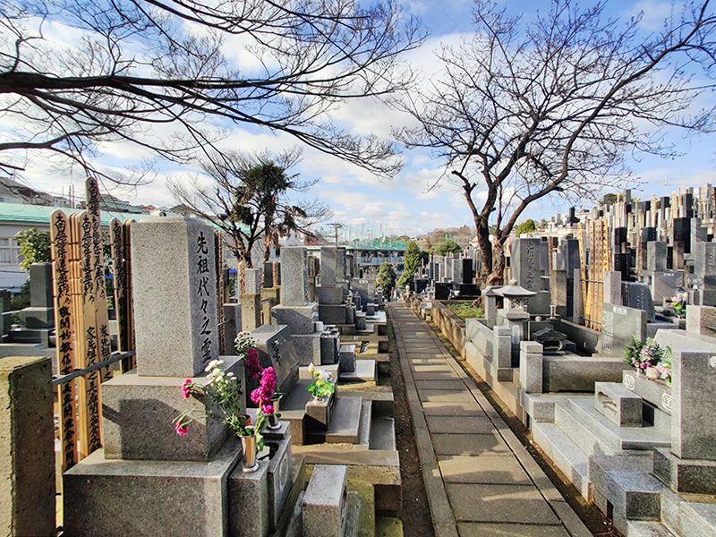 寺尾墓苑 日の当たる墓域