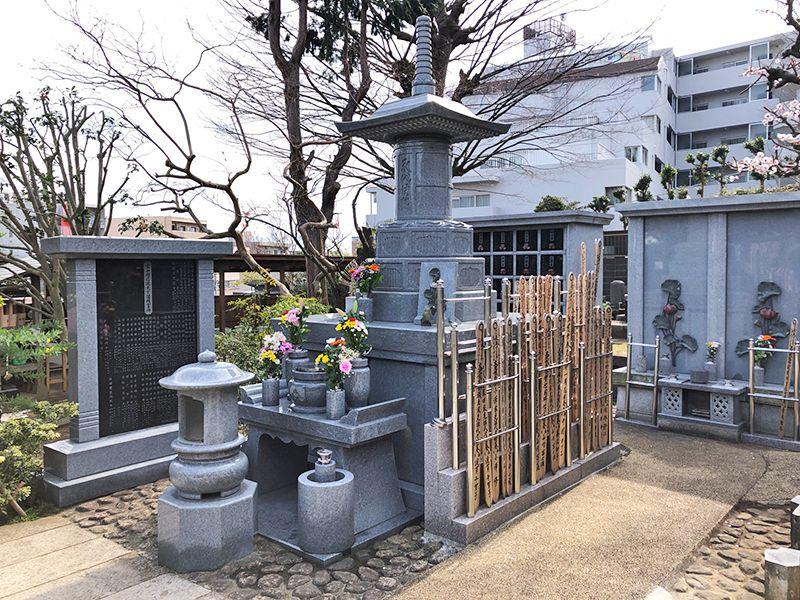 戸塚花観音墓苑 綺麗に磨き上げられた墓石の様子