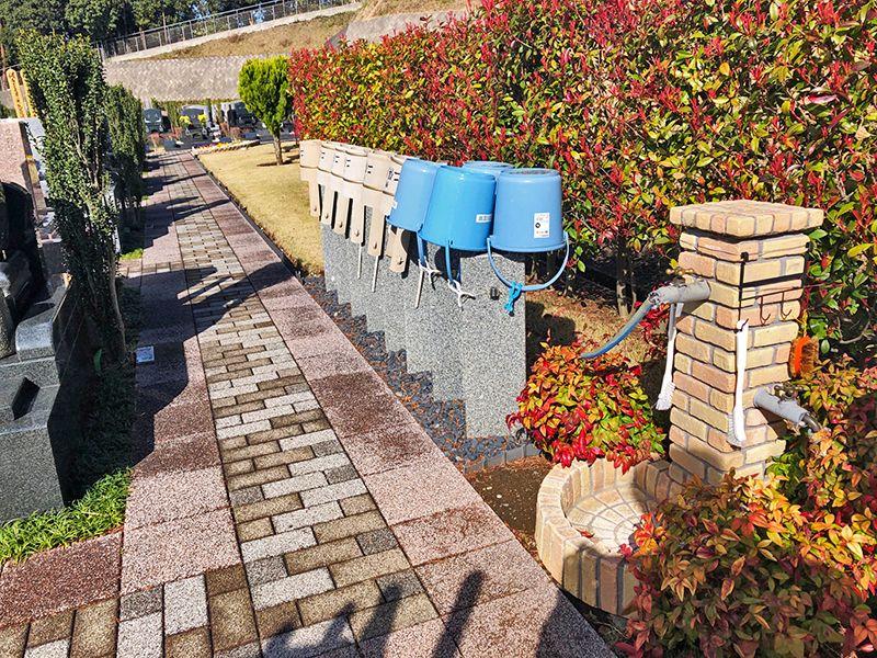 横浜二俣川霊園 墓域脇の水汲み場