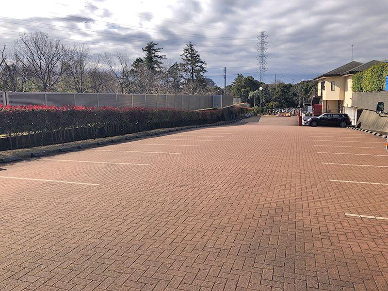 横浜二俣川霊園 煉瓦敷きの駐車場