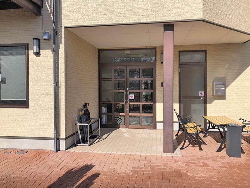 横浜二俣川霊園 管理棟の入り口
