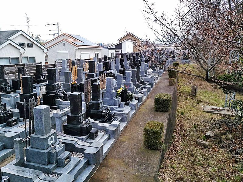 東林寺墓苑