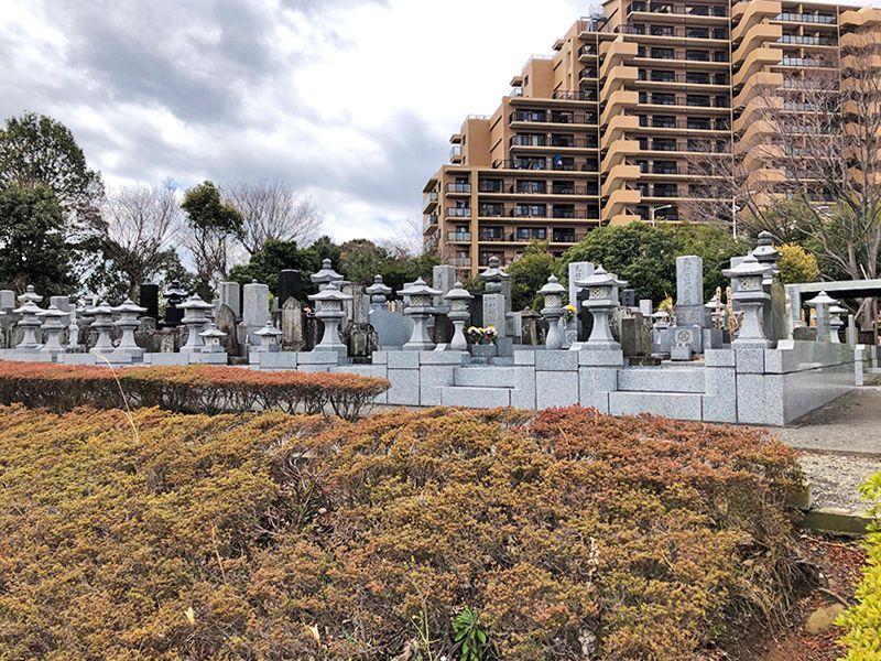 都筑中央霊園 住宅地に隣接する墓地