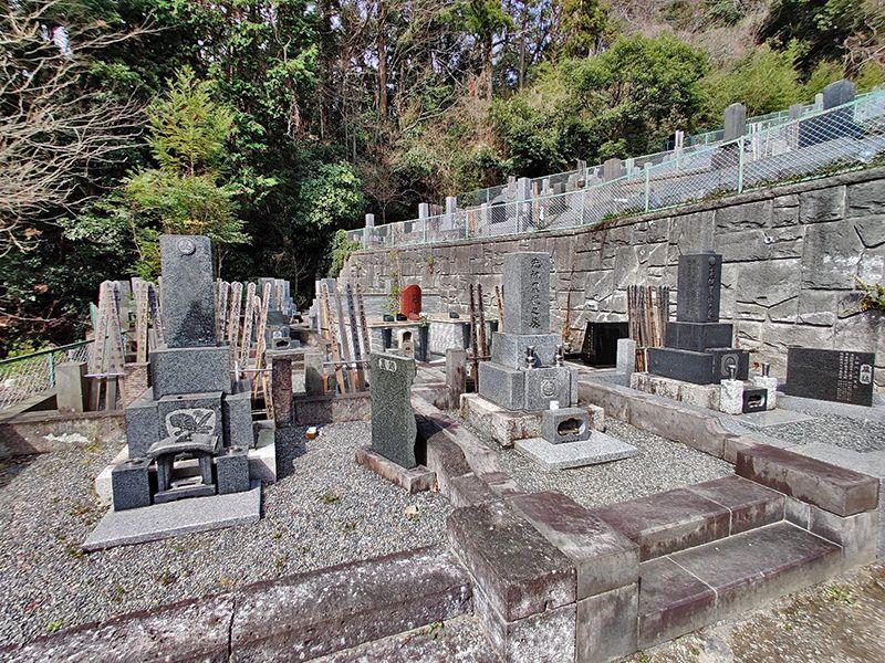 逗子霊苑 山の中にある墓域
