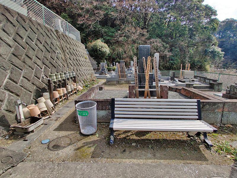 逗子霊苑 水汲み場と休憩所