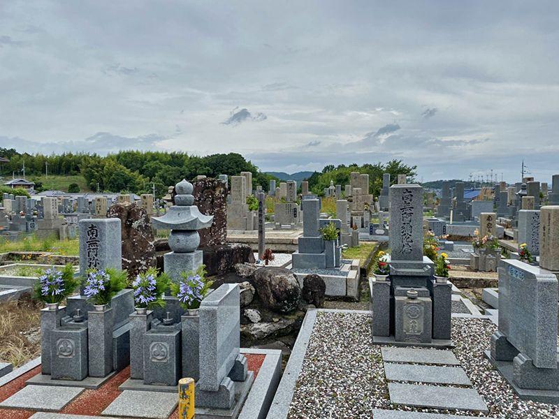 穴虫二上共同墓地