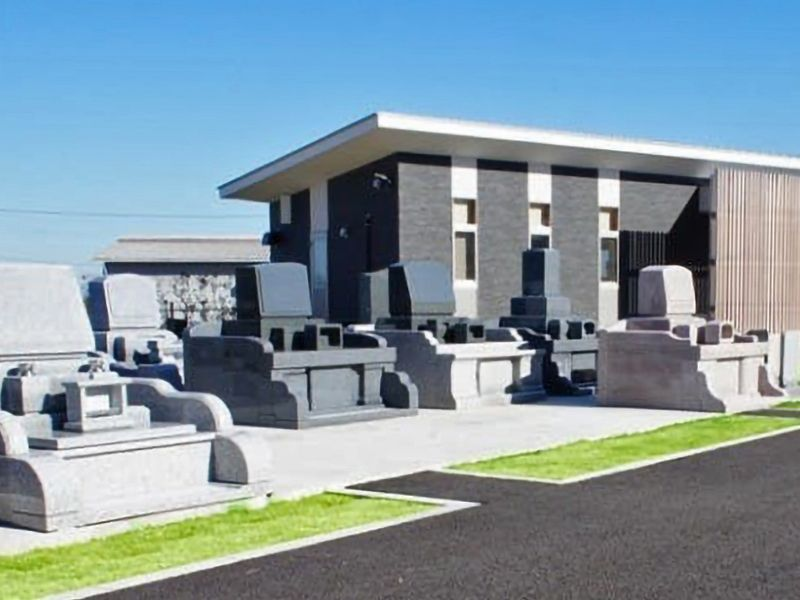 印旛十三仏霊園 様々なデザインの墓石